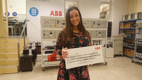 L'empresa ABB  lliura a  Marta Ojeda el premi al millor expedient acadèmic  en el grau d' Enginyeria Elèctrica de la UPC-ESEIAAT