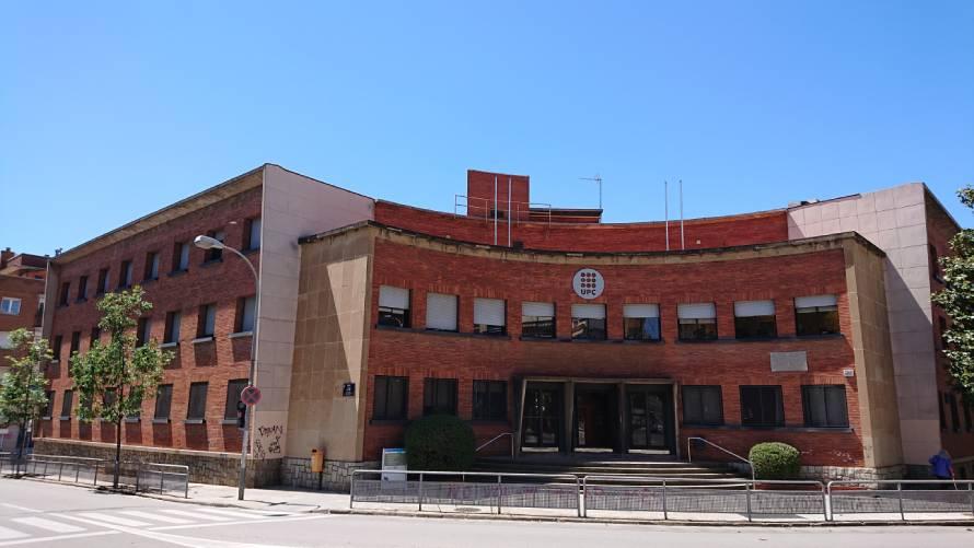 Edifici TR10 de la UPC  al carrer Colom 2 de Terrassa, on es realitzen les obres per al futur 'Espai 24'