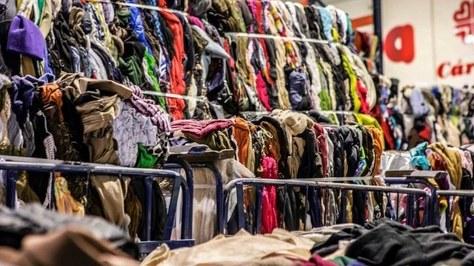 Reutilizar 1 kg de ropa supone un ahorro equivalente de 25 kg de CO2, según un estudio del INTEXTER